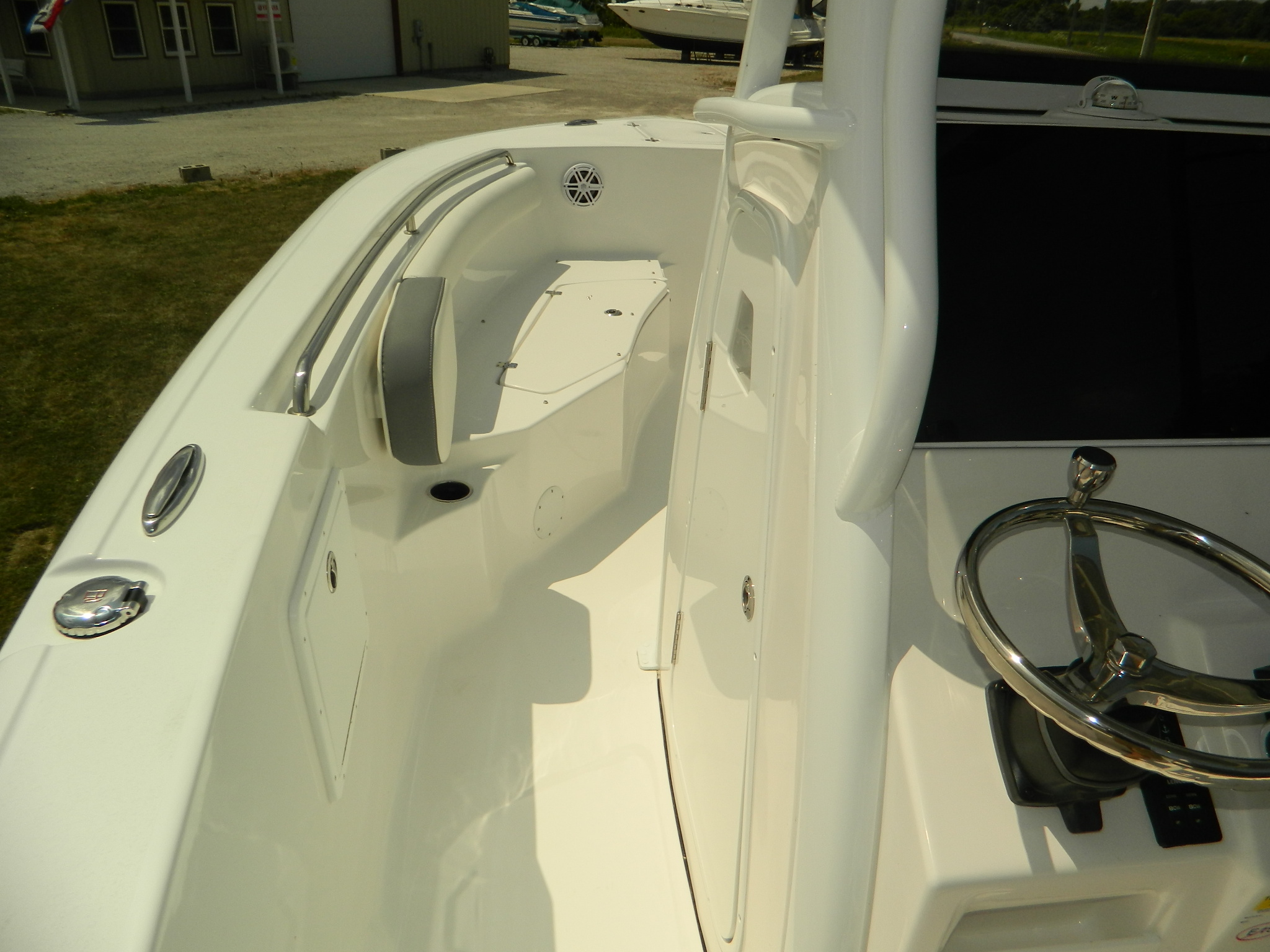 25' Tidewater Center Console