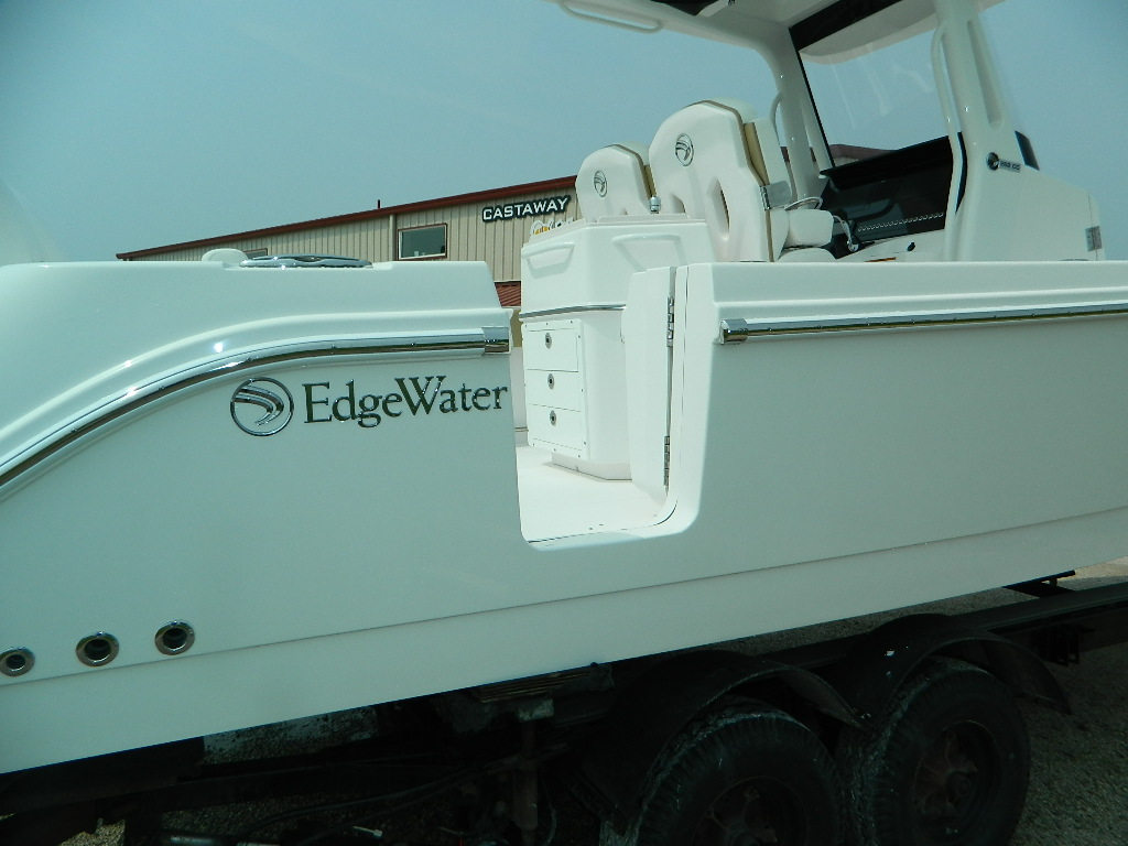 26' Center Console Edgewater